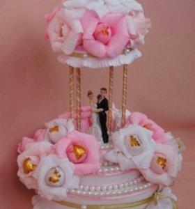 Свадебный торт из конфет.