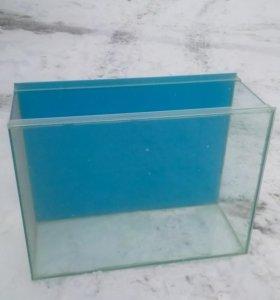 Аквариум прямоугольный ,сверху крышка из стекла