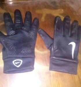 Футбольные перчатки, новые хорошие