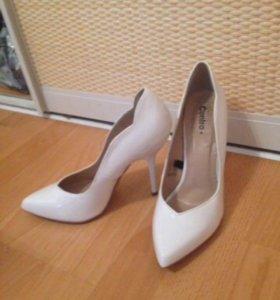 Белые туфли. 39