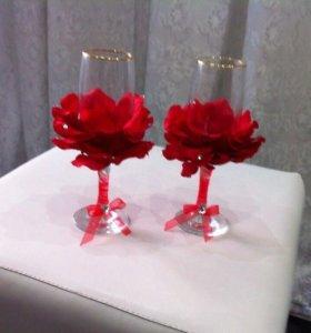 Свадебные бокалы и букет
