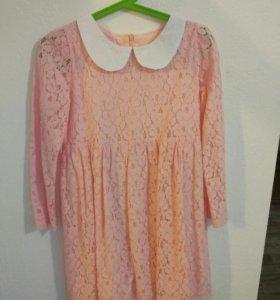 Платье кружевное, рост 130-140 см.