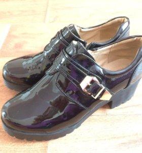 Лакированные ботинки
