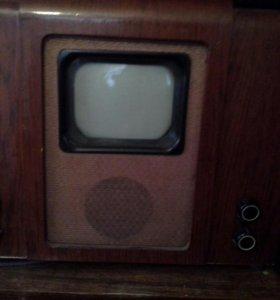 Первый телевизор с маленьким экраном