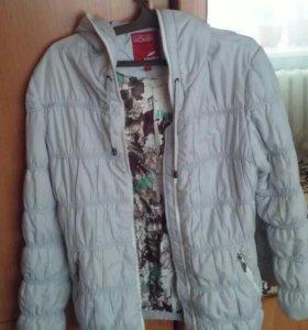 Продается демисезонная женская куртка.б.у.