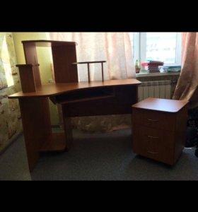 Компьютерный стол с выкатной тумбой