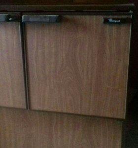 Холодильник бар Whirlpool AGB 023