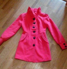 Яркое шерстяное пальто