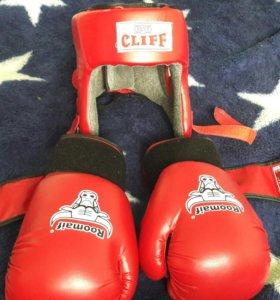 Боксерские перчатки и шлем