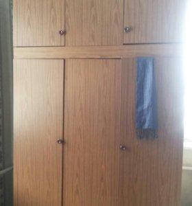 Шкаф, две односпальные кровати без матрасов .