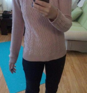 Пепельно-розовый свитер