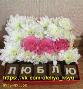 Подарок на праздник цветы с шоколадом с коробочке
