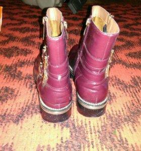 Срочно продаю ботинки весенние