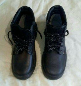 Ботинки рабочие новые. С металлическим носком.