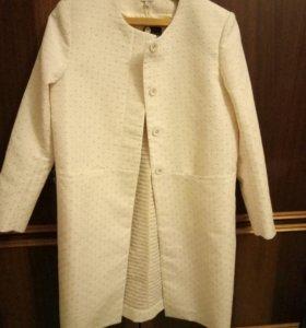 Весеннее пальто HOSS introqia
