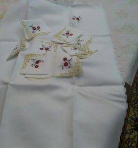 Скатерть и 12салфеток белая с Вышитыми цветами