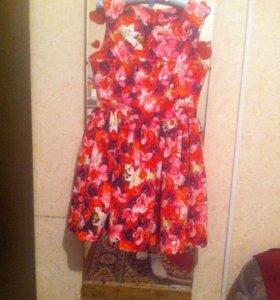Прекрасное яркое платье