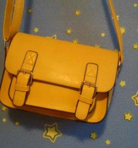 Женская сумочка ( искусственная кожа)