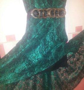 Платье цвета изумруда