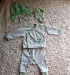 Костюмчик Benetton, шапочка и носочки