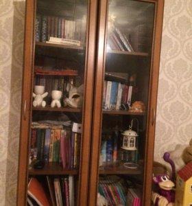 Два книжных шкафа