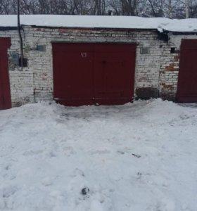 Продаю гараж г.Осинники в районе Прод базы.