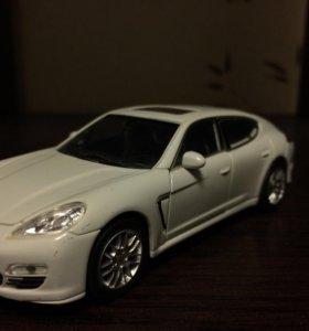 Модель машины 132 Porsche Panamera s