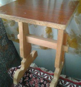 табуретки и столик журнальный