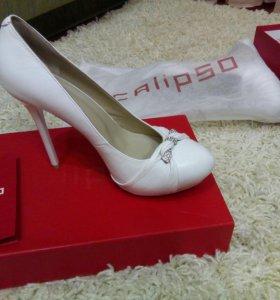 Туфли белые, свадебные, кожаные