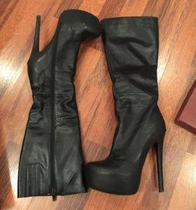 Сапоги кожаные на каблуке