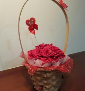 Декоративная корзинка с цветами