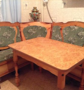 Стол и кухонный уголок