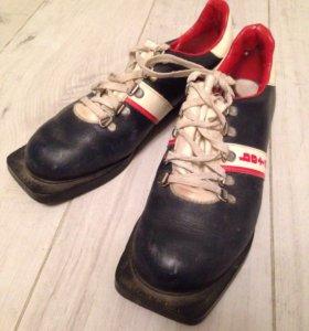 Лыжные ботинки р-р 39