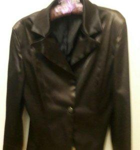 Атласный костюм - пиджак и юбка Р. 44