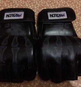 Перчатки для единоборств MMA