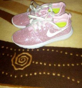 Новые кроссовки 38-38,5 размер