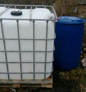 Бочки / контейнеры пластиковые 200 / 1000 литров