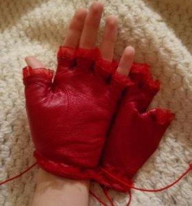 Кожаные перчатки , женские