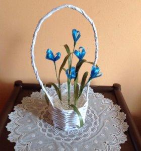Плетёная корзиночка с цветами (ручная работа)