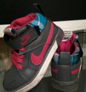 Демисезонные ботиночки Nike