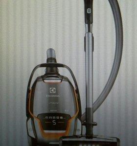 Electrolux UltraOne Quattro пылесос новый