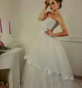Дизайнерское свадебное платье новое!