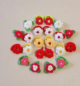 Заколки, резинки с вязаными цветами