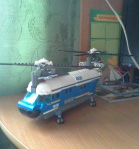 Лего полицейский вертолёт.