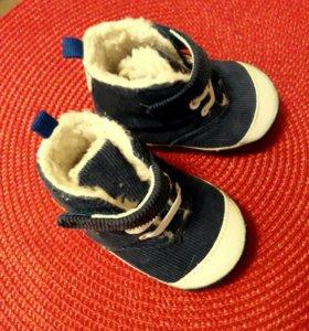 Теплые кроссовочки для малыша