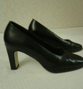 Туфли черные 37 р.