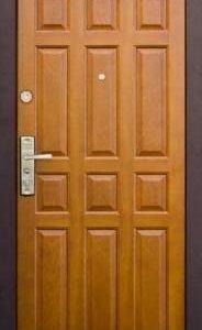 Входная дверь лакированная