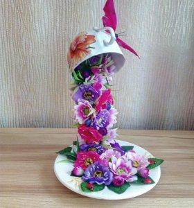 Парящая чашка, водопад из цветов.