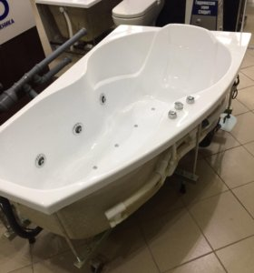 Новая ванна с гидромассажем