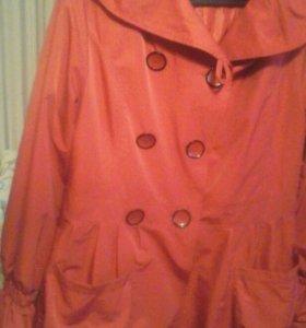 Плащ, две куртки.